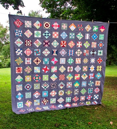 http://quirkygranolagirl.blogspot.gr/2013/08/farmers-wife-quilt-top.html